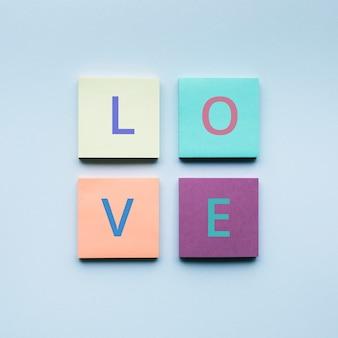 Любовный текст на красочной бумаге для записей