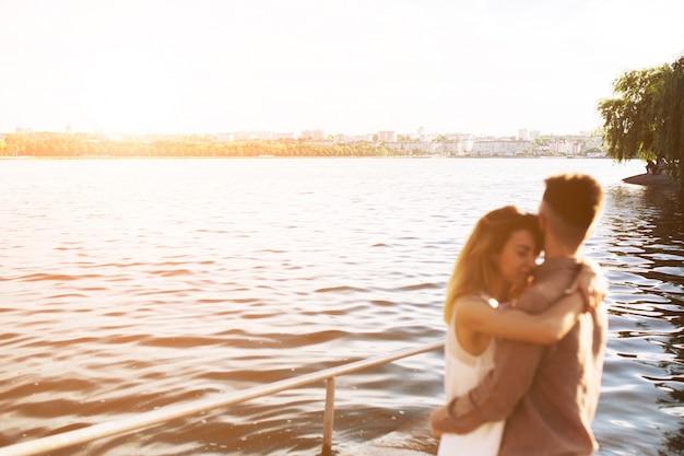 L'amore modello di fiume insieme bella
