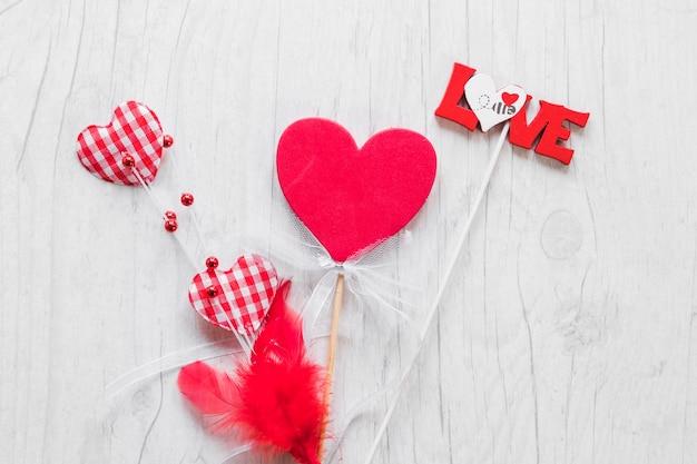 Любовь письма и сердца на палочках