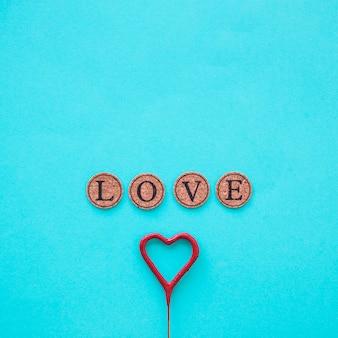 棒の上の心の近くに書く愛
