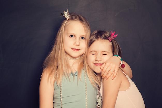 愛-若い姉妹、10代の女の子の肖像画