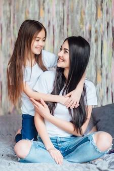 사랑스러운 아름다운 엄마와 딸, 어머니의 날.