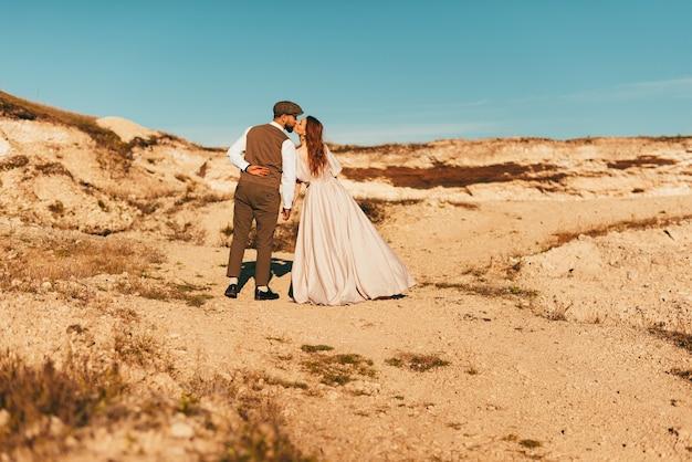 素敵な新郎新婦のキス、結婚式