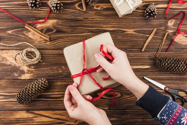 Bella composizione di regali di natale