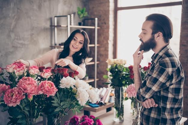 꽃집에서 멋진 커플