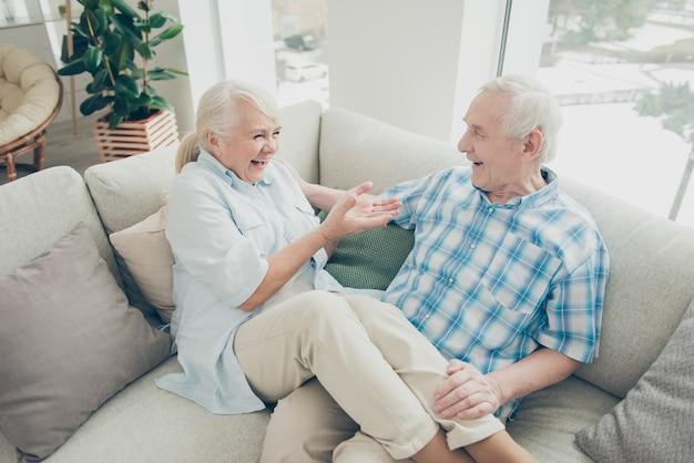 Lovely elderly couple at home Premium Photo