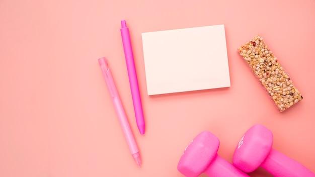 Прекрасная спортивная композиция с розовым цветом Бесплатные Фотографии