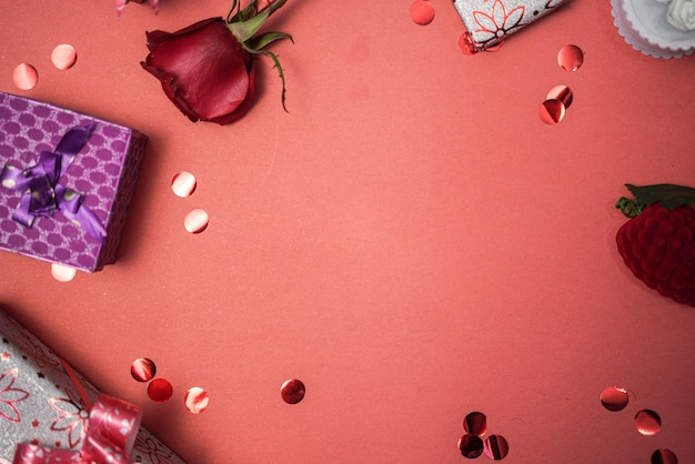 Прекрасная открытка на день святого валентина с сердечками и розами
