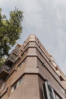 Низкий угол бетонной городской конструкции
