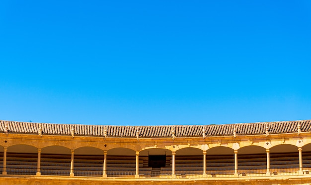 Bassa angolazione dell'arena della cavalleria reale di ronda a ronda, spagna