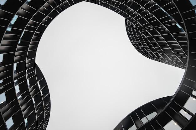 デンマーク、コペンハーゲンで撮影されたロードタワーの内部のローアングルショット