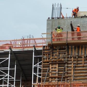 建設労働者、チェルシー、マンハッタン、ニューヨーク市、ニューヨーク州、米国の低角度図