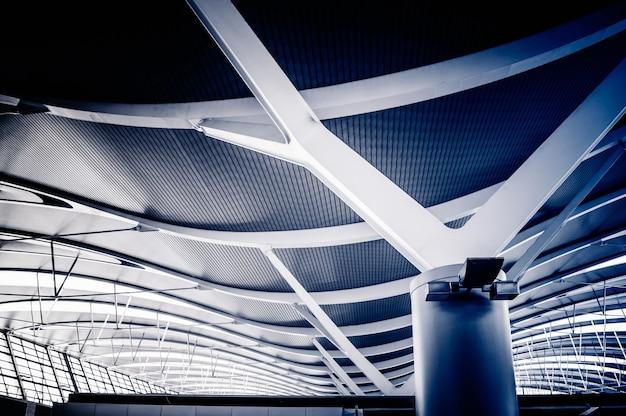 現代の天井の低角度の図