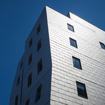 ダウンタウン、ミネアポリス、ヘネピン郡、ミネソタ、米国での近代的なオフィスビルの低角度の眺め