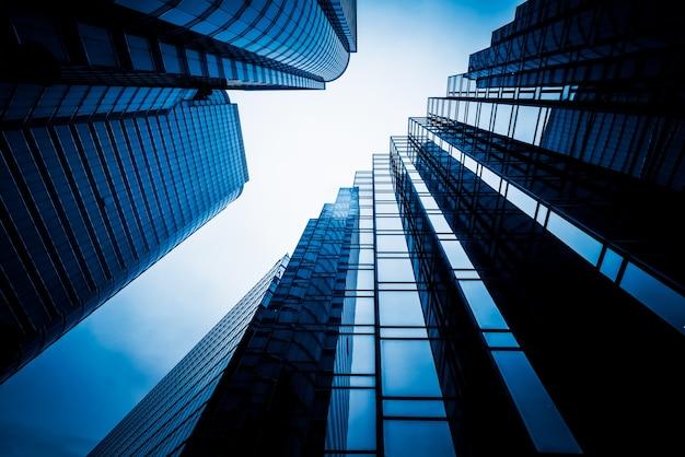 고층 빌딩의 낮은 각도보기 무료 사진