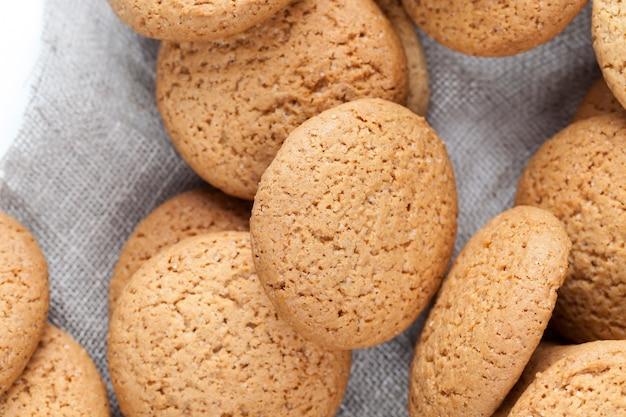 저칼로리 오트밀 쿠키, 오트밀과 밀가루로 구운 쿠키, 설탕을 첨가하여 달콤하고 바삭 바삭한 쿠키가 아닙니다.