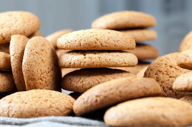 Низкокалорийное овсяное печенье, печенье, запеченное с овсяной кашей и пшеничной мукой, несладкое сухое и хрустящее печенье с добавлением сахара.