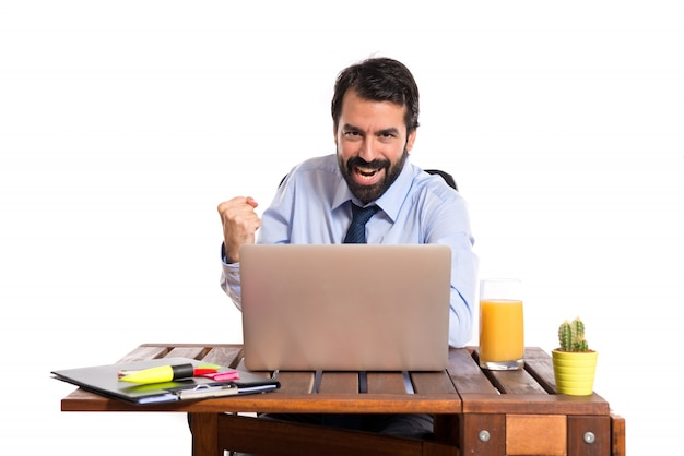 彼のオフィスで幸運な実業家