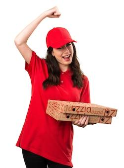 ラッキーピザの配達の女性