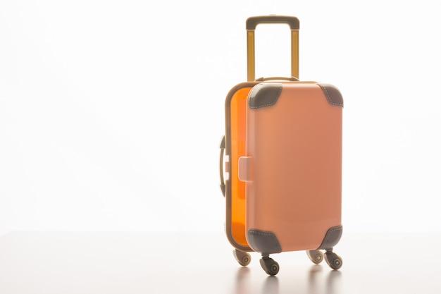 白のケースと荷物のコンセプト