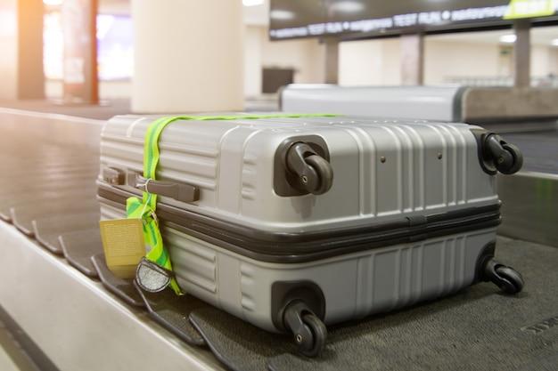 Багаж на поясе в аэропорту