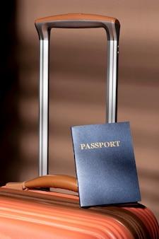 準備された荷物とパスポート
