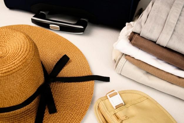 手荷物、旅行用品、スーツケース、帽子