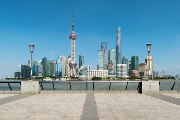 Шанхай небоскребы пудун lujiazui утром в шанхае, китай.