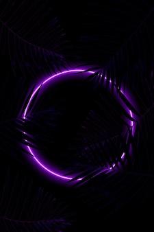 Светящийся круг. синти-волна, ретро-волна, футуристическая эстетика паровой волны. светящийся неоновый стиль. горизонтальные обои, фон. стильный флаер для рекламы, предложения, ярких цветов и дымчатого неонового эффекта.