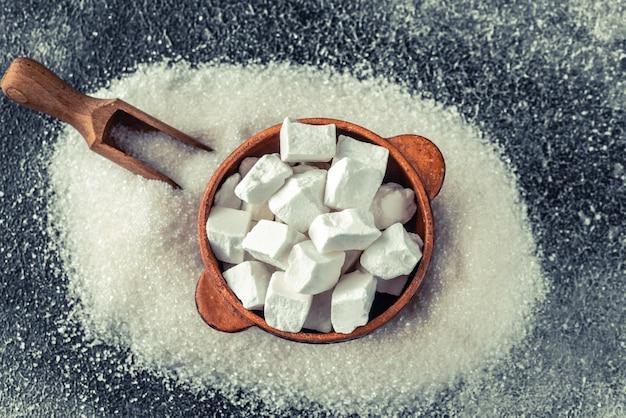덩어리 및 과립 정제 설탕