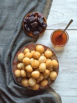 Luqaimat - традиционные арабские сладкие вареники. сладкая рамадан.