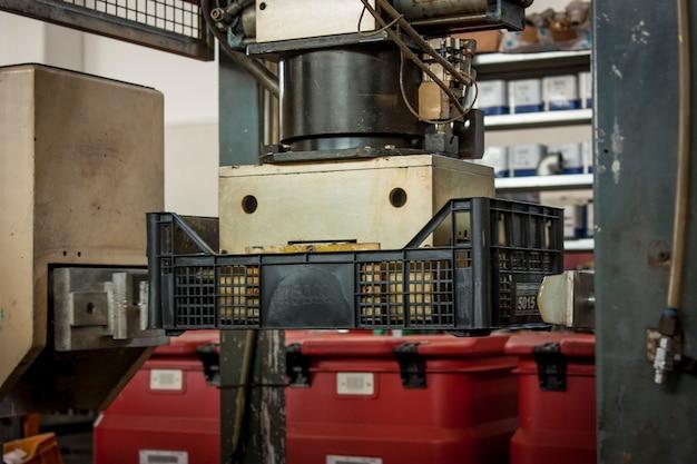 Лусия, италия 24 марта 2020 года: завод по производству машин и оборудования