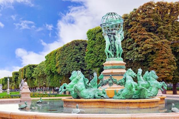 Люксембургский сад в париже, fontaine de observatoir, париж.