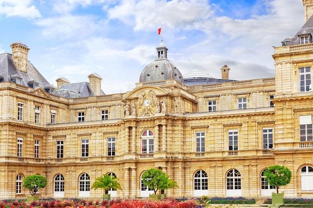 프랑스 파리의 룩셈부르크 궁전.