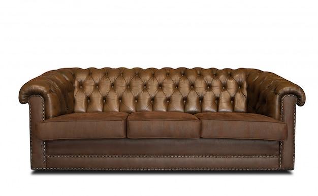 影と白い壁に分離された豪華なエレガントな茶色の革のソファ