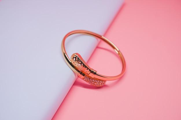 Luxurious gold keroncong pendulum bracelet