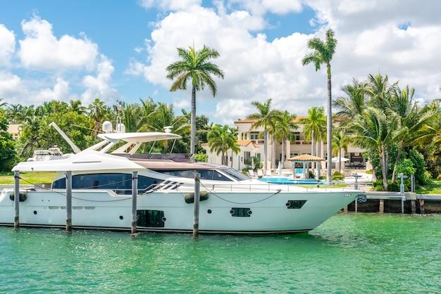Luxurious mansion in miami beach