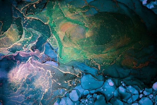 Роскошный абстрактный фон в технике спиртовых чернил, жидкая живопись индиго синего золота, разбросанные акриловые капли и кружащиеся пятна, печатные материалы