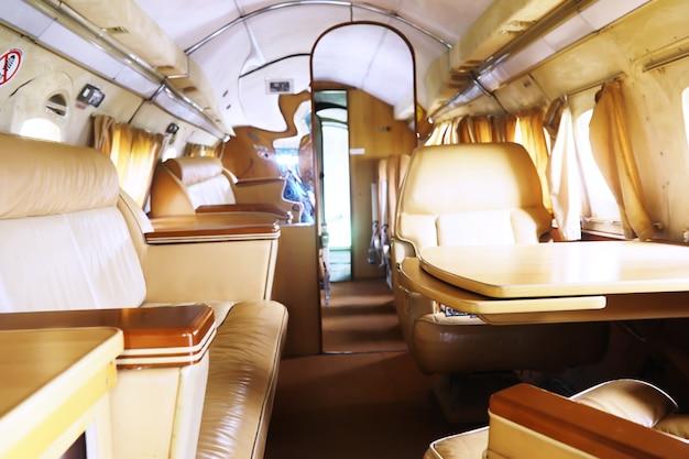 Роскошный самолет. интерьеры внутри частного роскошного бизнес-джета.