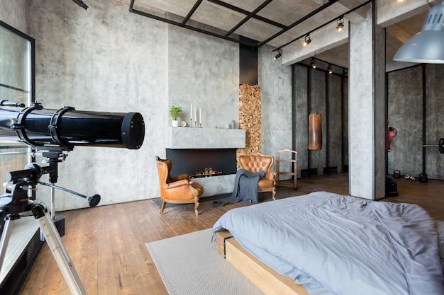 어두운 색상의 로프트 스타일의 고급 아파트입니다. 세련되고 현대적인 침실