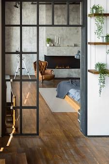 어두운 색상의 로프트 스타일의 고급 아파트입니다. 세련된 모던 홈