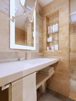 Роскошный интерьер ванной комнаты и раковина с белой керамической столешницей с нишей и зеркалом с подсветкой.