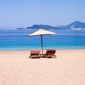 Роскошный пляж на адриатическом море, святой стефан, черногория
