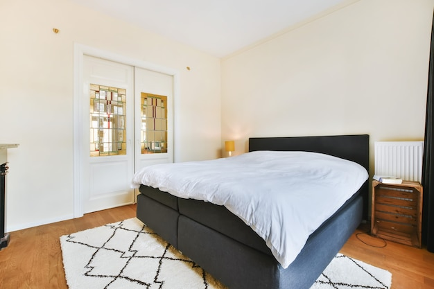 Роскошная спальня дома в красивом дизайне