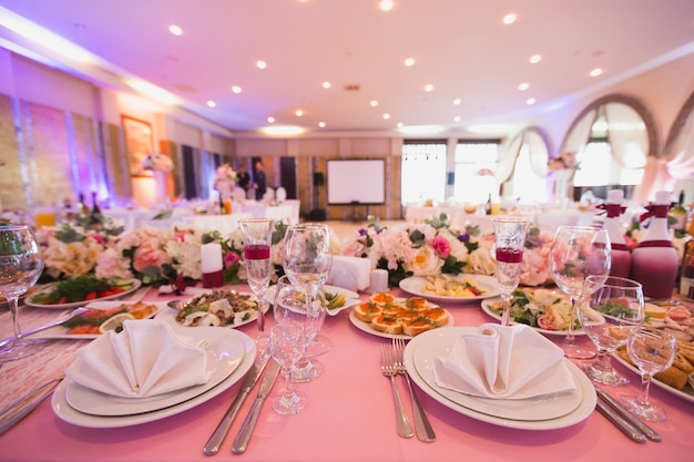 Luxury decorated with flowers and a festive banquet hall restaurant in pink