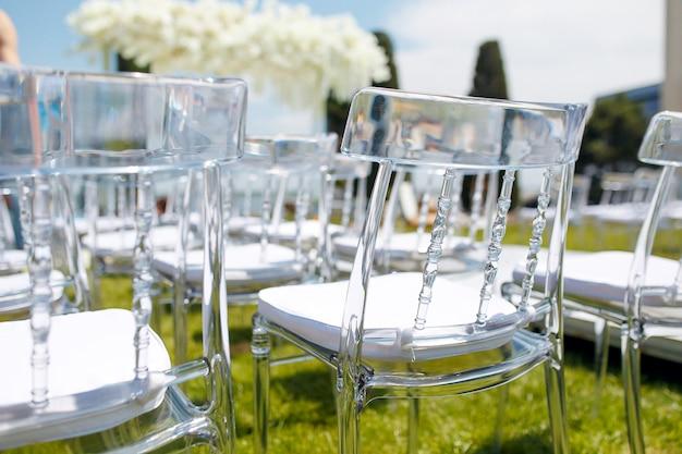장미와 거울 테이블 세트와 고급 장식