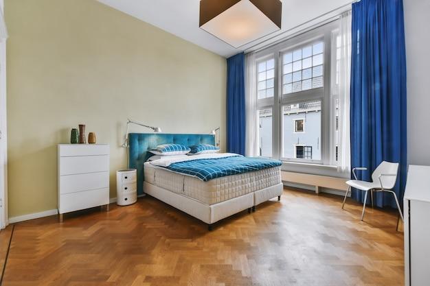 Роскошная двуспальная кровать
