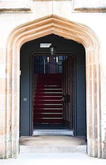 Роскошный вход в королевский дворец, шотландия