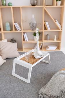 최소한의 스타일로 무료 레이아웃을 갖춘 고급스럽고 세련된 현대적인 디자인 아파트.