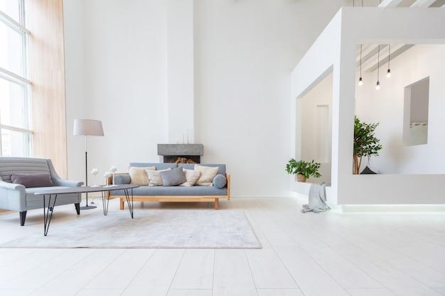최소한의 스타일로 무료 레이아웃을 제공하는 고급스럽고 세련된 현대적인 디자인 스튜디오 아파트.